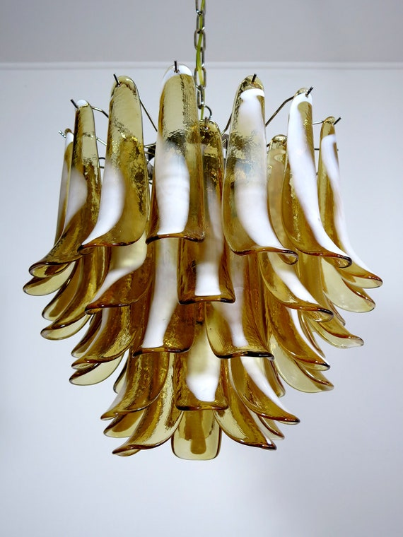 Italian vintage Murano chandelier - Mazzega - 41 caramel lattimo glass petals