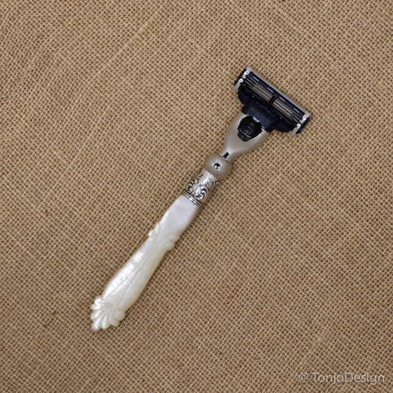 Razor with Victorian Carved Mother of Pearl Handle
