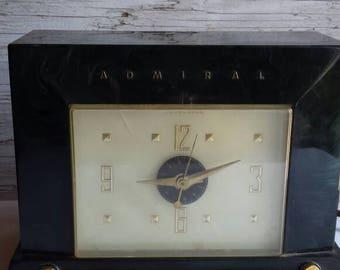 Vintage 1953 Admiral Telechron Clock/Radio Model 5J38. Green Bakelite Case. No Cracks or Chips. Missing Green Volume Knob and Alarm Set Knob