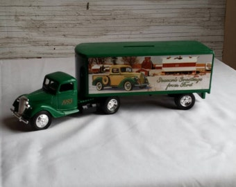 Vintage 1992 Ertl Die Cast Coin Bank. The Bank is a Replica 1941 Ford Truck Delivering Seasons Greetings. This Coin bank has the key.No box.