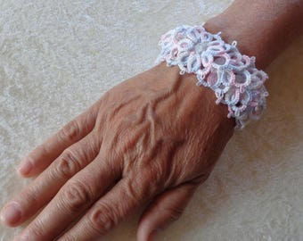 Bracelet wide tatting and beads