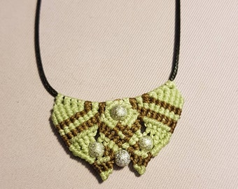 Pale green macrame waxed cotton necklace