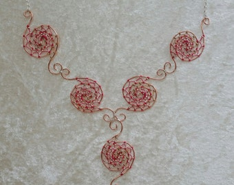 Spinning necklace