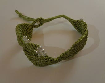 Macrame bracelet made of silk thread and seed beads