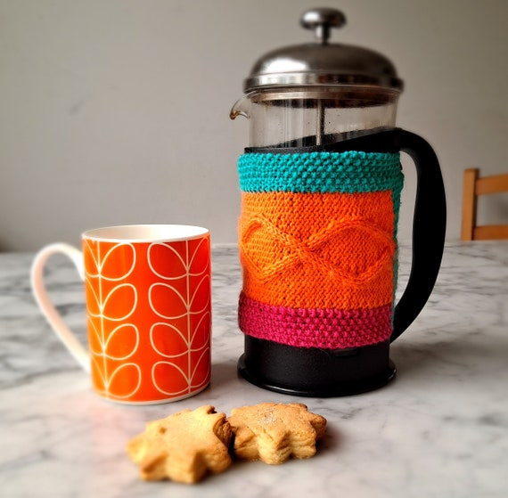 Aran Coffee Cozy knitting pattern: French press cozy pattern. Stashbusting knit. Gift to knit. Housewarming gift to make. Cafetiere cosy pdf