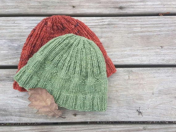 FREE knitting pattern: Beanie hat pattern. Free hat pattern. Unisex hat. Adult and child sizes. Acorn hat. Digital download. Great gift!