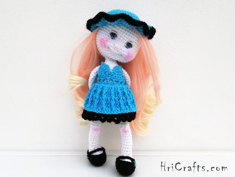 Bleuechapeau Robe Poupée Longue Et De Fille Crochet Bleu Avec Chaise nNm80w