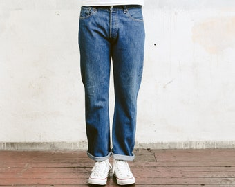 Levis 501 Jeans . Medium Wash 90s Grunge Jeans Stonewashed Mens 90s Jeans Straight Leg 90s Distressed Jeans Boyfriend Gift . W33 L30