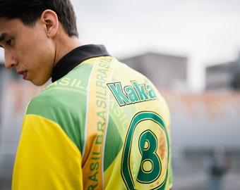 Mens Vintage Printed Kaka Signed Football Shirt T-shirt . Sports Jersey Brasil Soccer Fan Shirt . size Medium