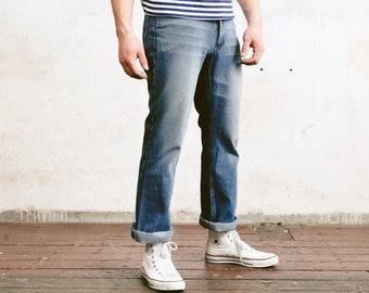 90s Faded Blue Jeans . Vintage Men Denim Pants Classic Jeans Slim Fit Jeans Hipster Boyfriend Jeans Everyday Pants  . size Medium