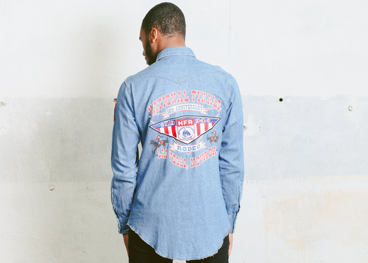 f41b18edad Vintage Wrangler Denim Shirt . Men s Light Wash Blue Printed Jean ...