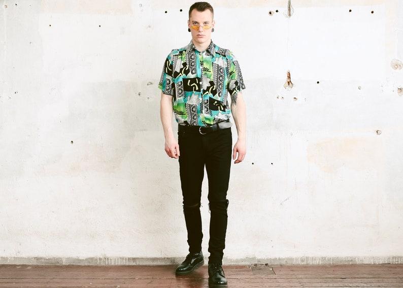 size Medium Vintage 90s Men/'s Short Sleeve Aztec Shirt Hipster Summer Shirt Beach Shirt 90s Clothing Bold Print Button Down Shirt