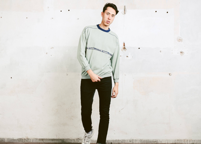 Vintage Sports Sweatshirt Mens 90s Athleisure Everyday Sweatshirt
