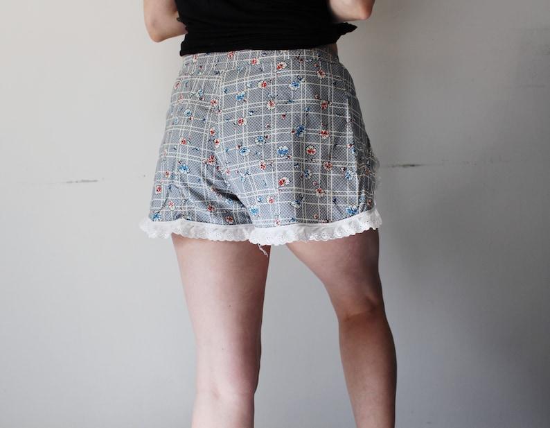 blue floral cotton mid rise ruffle shorts  skort lace w lace ruffles vintage handmade floral print boho lace ruffle shorts size M  L