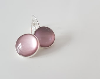 Ligth pink nailpolish earrings with a silver plated lever back