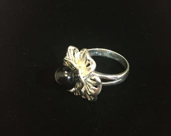 Sterling silver onyx flower ring, size 7.5, weight 6.9 grams
