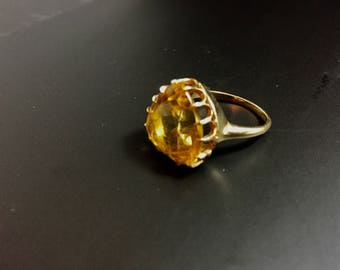 14K yellow gold ring with heart shaped cintrine, weight 5.9 grams, size 6