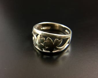 Sterling silver 3 leaf clover ring, size 7, weight 2.6 grams