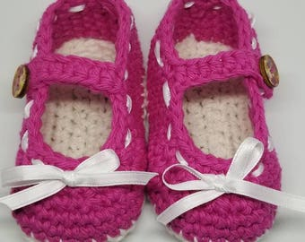 Crochet baby shoes, infant shoes, baby booties, crochet booties, Mary Jane shoes, baby shower gift