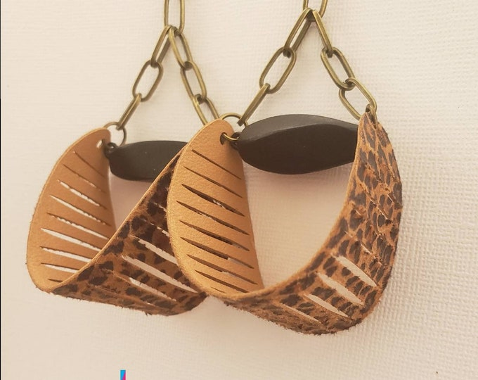 READY TO SHIP wood, leather and brass lightweight earrings. Afrocentric, bohemian chic statement earrings #BeVivid
