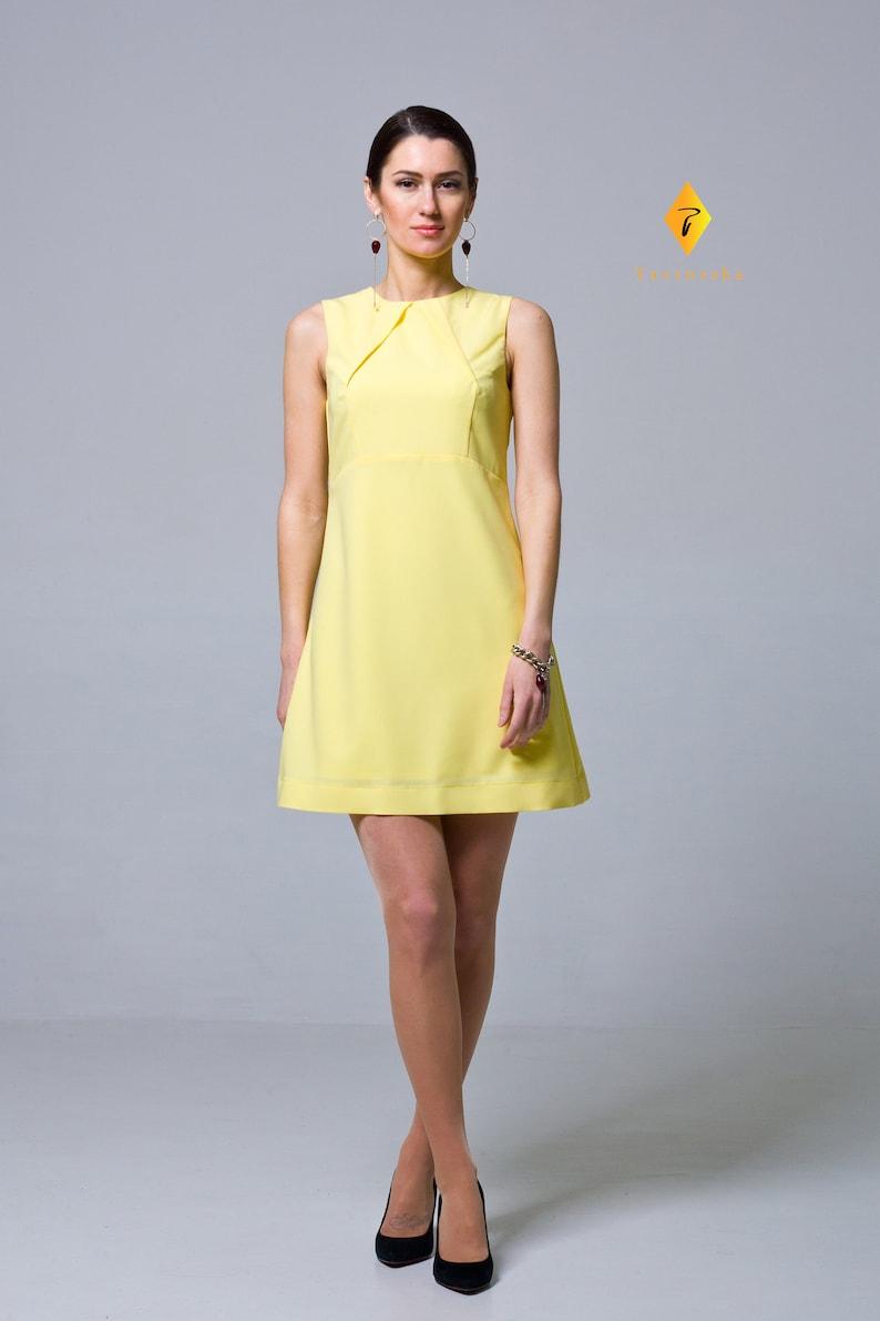 f6100b4d7d1 Yellow Trapeze Lined Summer Dress 50s 60s sleeveless a line