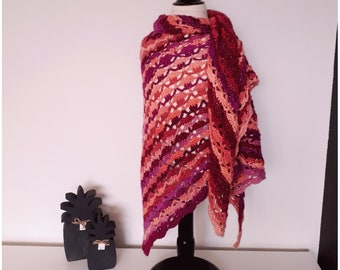 Lovely Southbay triangle twinkle scarf / shawl / wrap, soft and warm, crochet, ready to ship!