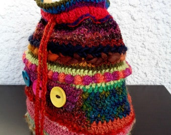 Handspun crochet shoulder bag with wooden buttons in red brown green yellow blue pink orange, single strap drawstring wool bag sustainable