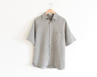 SIMPLE SPORTY OXFORD    size mens medium    90s    button up shirt    gray    lightweight    minimal    short sleeve    classic    vintage!