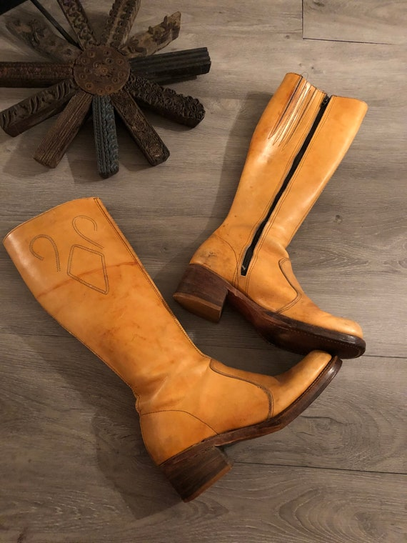 Vintage 1970s distressed leather campus boots | la