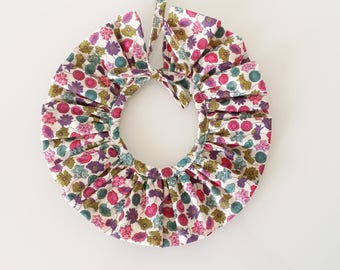 Flowery pierrot neck with pretty bow (removable)