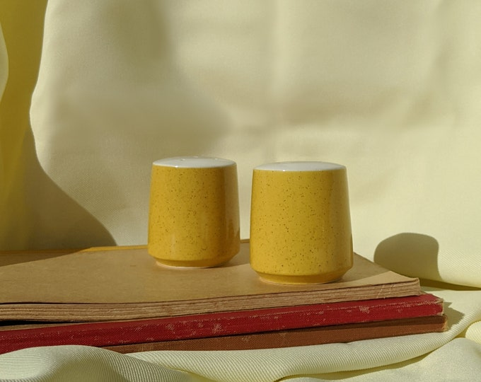 Vintage Retro Salt and Pepper Shaker - Yellow