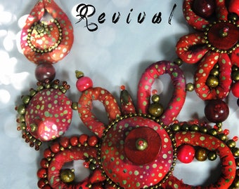 REVIVAL - Version HAUTE COUTURE - fabric collar with dominant red, purple, rust, fuchsia and Garnet - light khaki pattern