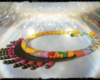 Necklace VERACRUZ - Choker with multicolored fabric neck predominantly yellow and orange - metal (bronze) 13 holes - wood beads
