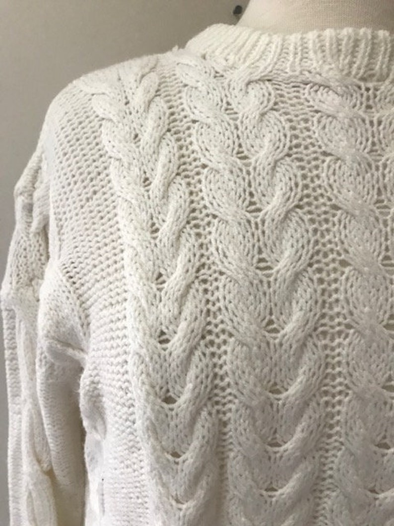 Vintage Women/'s Sweater Winter Sweater Beautiful Off White Pullover Sweater Long Knitted Pullover Fit Medium-Large