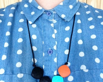 Teething necklace made from BPA free chewable silicone quadrate beads by Little Gnashers
