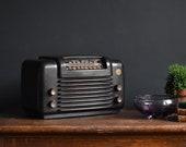 1940s American Bakelite Radio - Vintage Tube Radio - Philco 48-464 (1948) Art Deco
