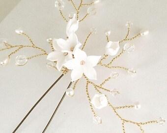 Floral gold hair pin, bridal hair pin, floral hair comb, gold hair vine, flower hair comb, rustic hair vine, wedding gold headpiece,