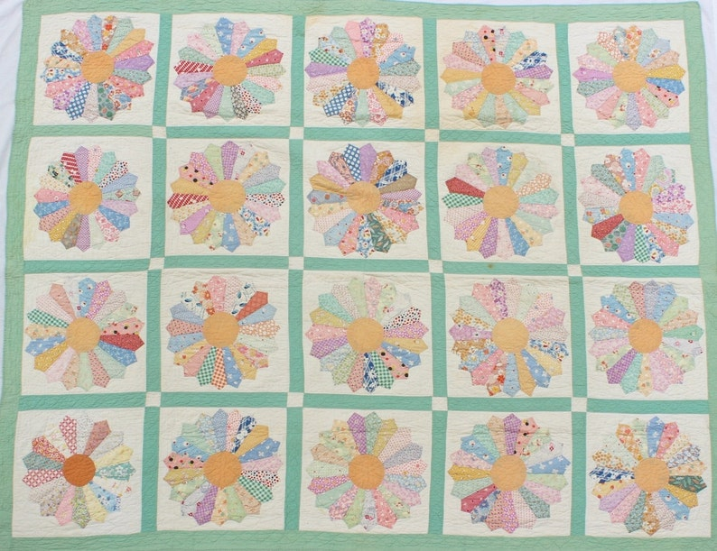 M9008 Antique Hand Stitched Quilt Dresden Plate image 0