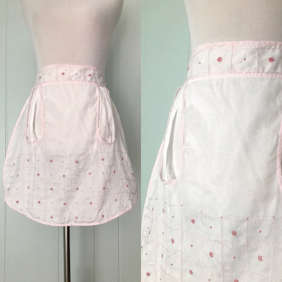 1950s White and Light Pink Floral Apron | 50s Embroidered Half Kitchen  Apron | Vintage Dotted Accessory with Pockets