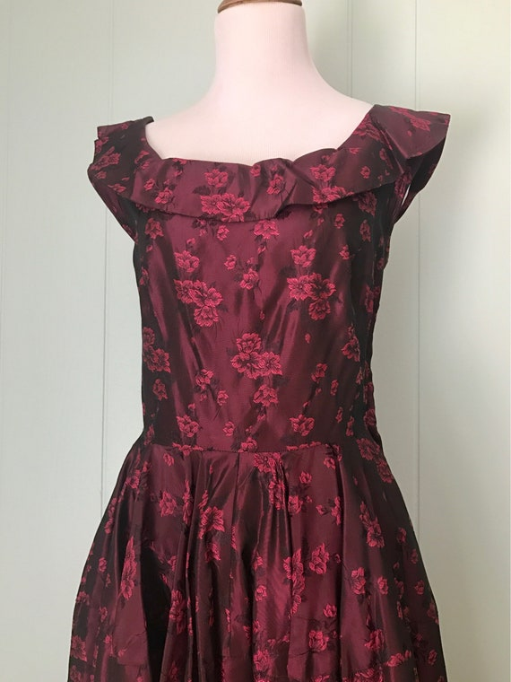 Womens Size S Small 1950s Dark Burgundy Floral Brocade Evening Gown 50s Full Length Formal Dress Vintage Taffeta Collared Dress