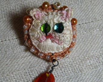 White Kitty Stumpwork Embroidered Pin