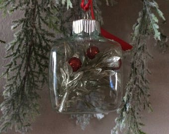 Square glass Christmas Ornament - Leaves and Berries