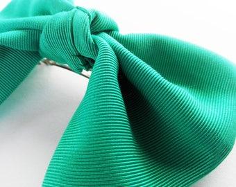 Green party hair bow/ Hair barrette/ Hairbow with barrette/ Hair clip Metallic green. Simple bow