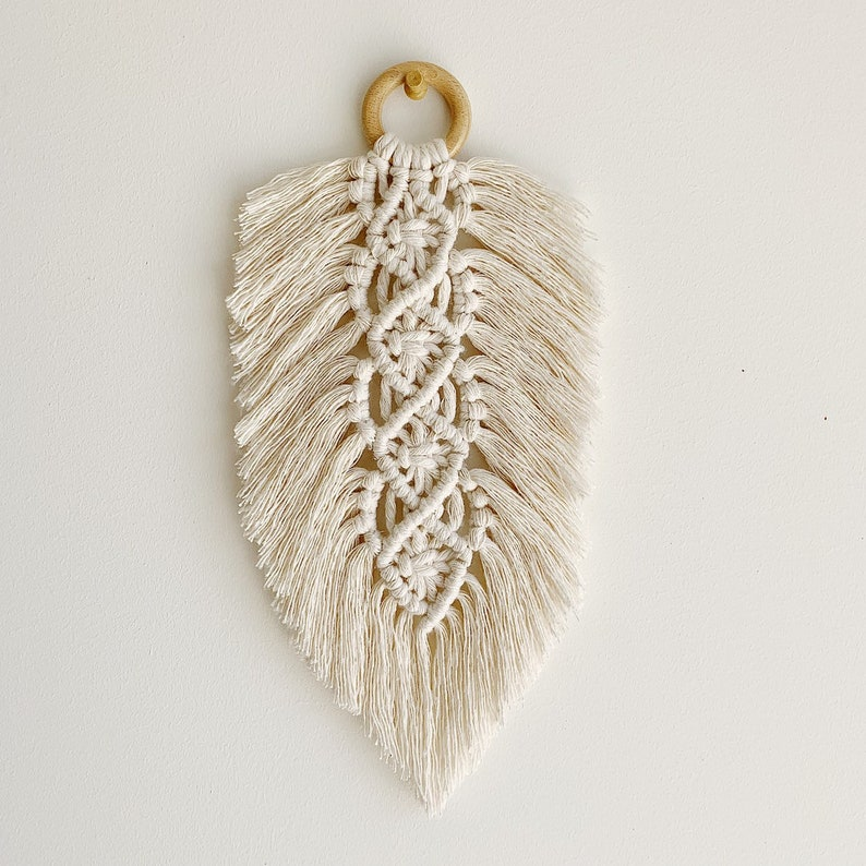 Feather decoration in BOHO macrame in natural cotton. Large image 0