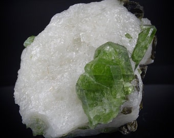Chrome Diopside Crystals with Mica in White Crystalline Matrix