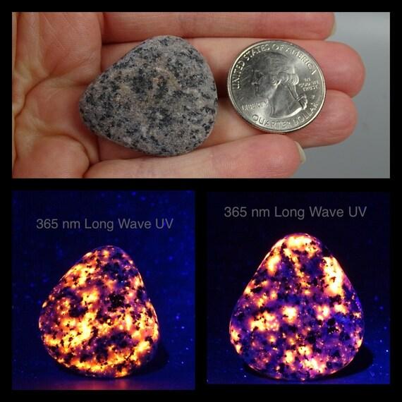 Small UV Reactive Fluorescent Michigan Yooperlite Stone