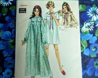 Vintage Simplicity Sewing Pattern - 1969 - Lady's nightgown in 2 lengths & bedjacket - Size Medium (12 to14) - Mpn 8457 - Used and complete