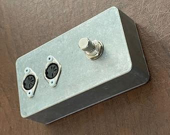MIDI Kill Switch: Foot Switch Edition (MIDI Connectors on Top)