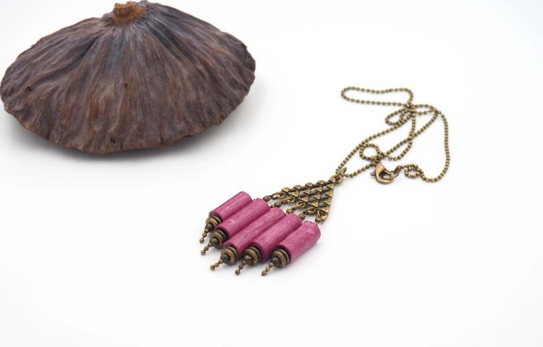 Short necklace organ in beaded pink paper image 0