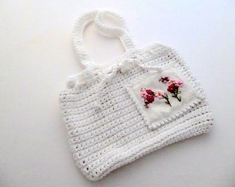 Small purse crochet and embroidered